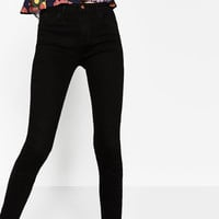 HIGH-WAISTED JEANS ESSENTIAL FITS