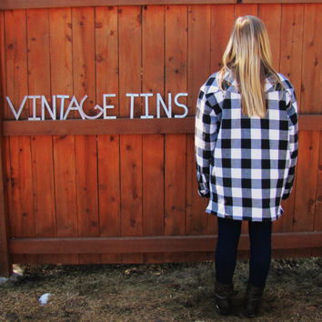 vintage black and white overisized lumberjack button down shirt. quilted flannel lumberjack work . buffalo plaid shirt