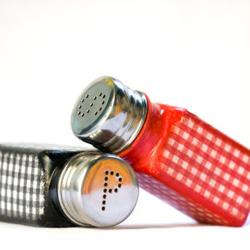 Salt & Pepper Shakers, Red, White and Black Kitchen Set, Gingham Squares, SP Shakers ohtteam