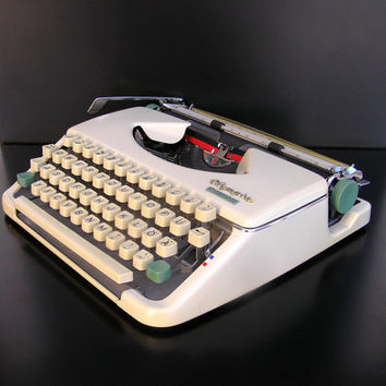 Working typewriter Olympia Splendid very good working conditon vintage white portable lightweight retro writer romantic love letter