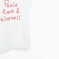 EMBROIDERED TEXT APPLIQUÉ T-SHIRT