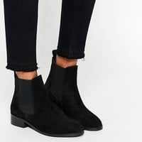 ASOS - ATTRIBUTE - Bottines Chelsea en daim at asos.com