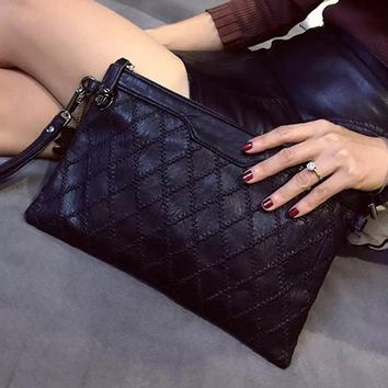 Stylish Diamond Lattice Knitted Black Envelope Clutch Bag Womens Hand Bags Luxury Famous Brand Celebrity Crossbody Bags