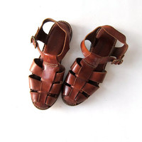 vintage brown leather huarache sandals. strappy buckled sandals. gladiator sandals