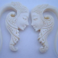 Ornate Geisha Face Hooks (8 gauge - 2g)