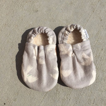 Bird booties, Bird Moccs, Bird Booties, Bird soft sole shoe, Unisex bootie, Unisex moccs, Baby Shower Gift, Bird baby, Bird Crib Shoes, Bird