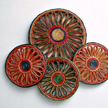 Vintage Straw Trivets 4 Colorful Round Multi-Color Hot Pads Hot Plate Trivets Wall Decor Lot of 4