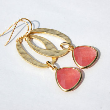 Hammered Oval Earrings with pink accent, Gold Earrings, Wedding Jewelry, Custom Colors,  Bridesmaid Gift, Maid of honor Gift