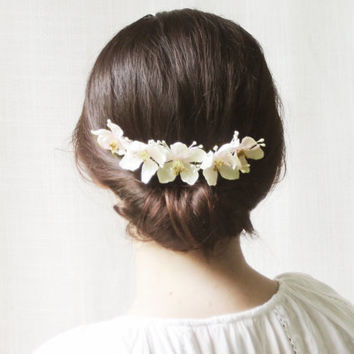 Bridal Comb, Flower Hair Comb, Spring Floral Bridal Headpiece, Country Wedding Hair Accessories, White, Cream, Rustic, Romantic