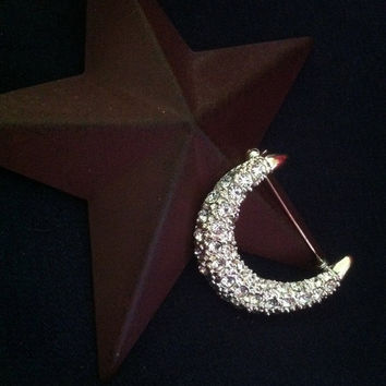 Moon Pin Vintage Crescent Moon Brooch With White Crystal Rhinestones Celestial Body Jewelry Sky Universe Themed Scarf Pin Sparkly Jewellery