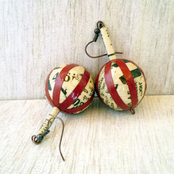 Vintage Newspaper Earrings Dangle Paper Earrings Recycled Bordeaux Earrings Eco Friendly Ready to Ship / Σκουλαρίκια από παλιές εφημερίδες