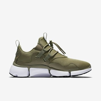The Nike Pocket Knife DM Men's Shoe.