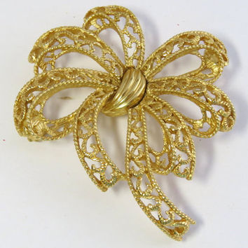 Vintage trifari gold tone flower pin brooch, Bow brooch, Signed trifari filigree flower brooch.