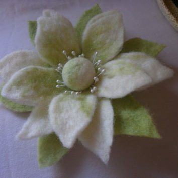 Wool felt brooch white gently green felt flower star art wool jewelry hair clip, pin scarf, bag, hat,scarf, dress,wool felt gift Christmas