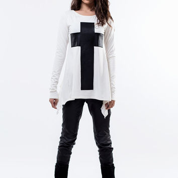 Long sleeve top with black cross / black cross tunic / loose top / top Leather cross / Blouse with cross