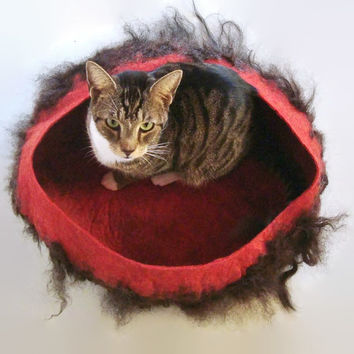 Pet Bed Felted Wool Fleece Cat Basket - Primitive Modern Icelandic Black on Salsa Heather - Supporting American Small Farms