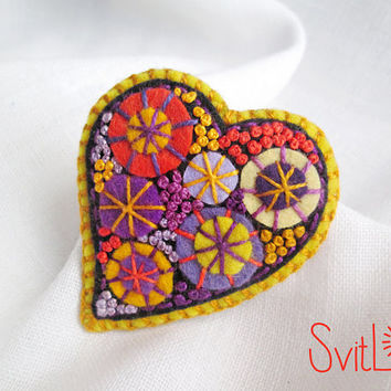 Happy heart. Violet Yellow Felt brooch. Christmas Gift. Hand-made. Hand embroidery. French knot. Gift for her. Holiday fireworks.