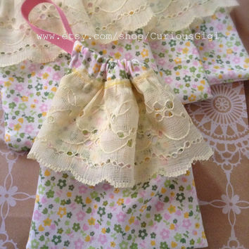 Handmade drawstring bag set of 4 , gift bag set ,  party favor bag, yellow lace and tiny flowers gift bag