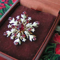 Vintage Snowflake Brooch Bright Red Rhinestones, Shiny Gold Tone Metal, Fleur de Lis Edgings.