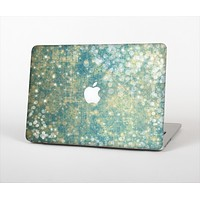 The Unfocused Green & White Drop Surface Skin Set for the Apple MacBook Air 11""
