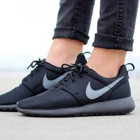 NIKE ROSHE ONE (GS) (BLACK / COOL GREY)