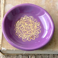 Little Dish With Gold Doily Design in Radiant Orchid - Jewelry Tray Soap Dish - Ready to Ship