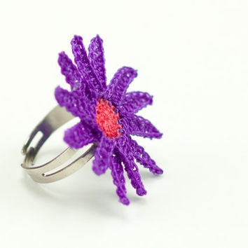 Crochet Lace Purple Daisy Ring - Adjustable Daisy Ring - Statement Ring – Purple Pink -Jewelry Handmade - Fiber Art Jewelry