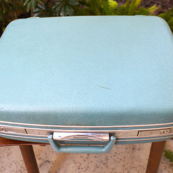 Blue Samsonite 1960s Suitcase, Vintage Blue Luggage, Nice Condition, Functional Latches and Locks with Keys