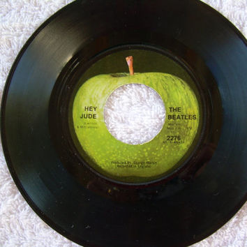 Vintage The Beatles 45 vinyl apple record Revolution Hey Jude 2276 Lennon and McCartney with Planet sleeve