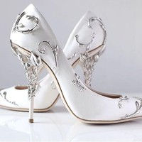 Gorgeous Flower Carving Pretty Women Shoes High Heels Black White Champagne Blue Silk Wedding Shoes Bride Chaussure Femme Talon