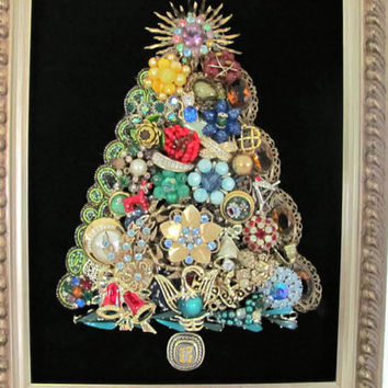 Vintage Christmas Tree Wall Hanging, Jewelry Christmas Tree Picture, Jewelry Tree, Christmas Decor, Decoration, Vintage Christmas Brooch