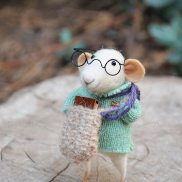 Little Reader Mouse-  Needle Felted Ornament - Felting Dreams by Johana Molina