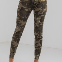 Mid Rise Button Zip Up Distressed Pocket Skinny Jeans in Camo