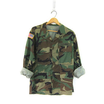 20% Off SALE Vintage men's army shirt. United States military jacket. camouflage coat with patches