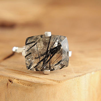 Tourmalinated quartz ring Hammered silver chunky ring Rutilated quartz Big stone ring Size 7.5 Modern rustic jewelry by Freesize