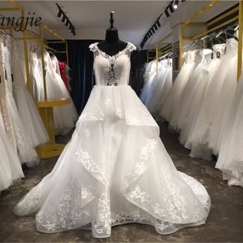 2018 Ball Gown Wedding Dresses V-Neck Cap Sleeve Lace-Up Court Train Lace and Tulle Applique Bridal Dress Gown Robe De Mariage