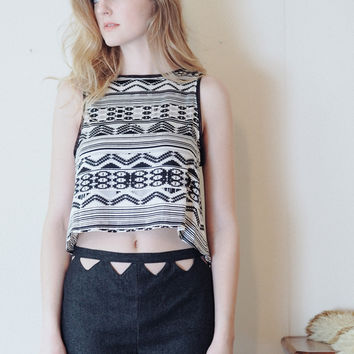 Seismic shifts - reversible geometric black and white crop top - LIMITED