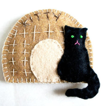 Personalized wool Felt Cat house Ornament - Kitty Pussycat basket  - Birthday gift - Handmade  - Housewarming home decoration