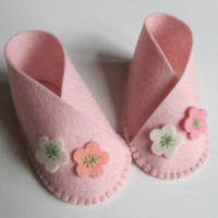 Baby Girl Flower Bootie KIT - Wool Felt - Do It Yourself - Materials and Instructions - Craft Kit - Pattern and Pre Cut Pieces