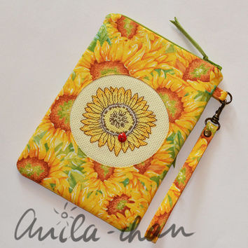 "Sunny yellow hand-embroidered clutch ""Sunflower"""