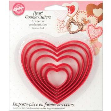 PLASTIC HEARTS COOKIE CUTTER 6 PC SET