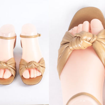 1960s Tan Leather Sandals / Vintage 70s Shoes / Chunky Heel Sandals / Peep Toe High Heel Shoes / Knotted Leather / Open Toe Ankle Strap