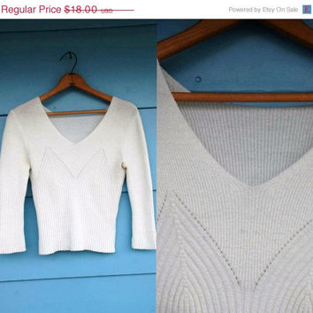 1970s. white knit stretchy mid sleeve crop top. m-l