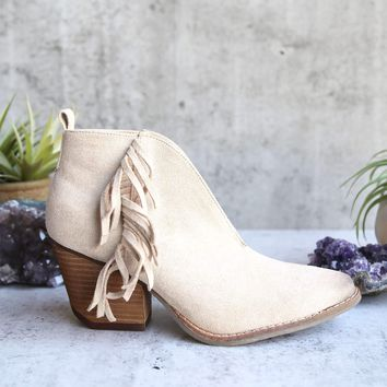 coconuts by matisse - women's miranda ankle bootie - ivory