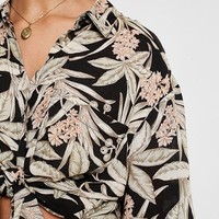 UO Souvenir Tropical Floral Button-Down Shirt | Urban Outfitters