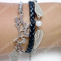 Fashionable leather bracelet wings, leaves bird leather bracelet is the best gift to give to friends.