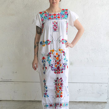4d38d0b91af Vintage 70s Mexican Floral Embroidery // Peasant Maxi Dress // T