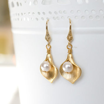 Gold Calla Lily Earrings, Swarovski Cream Ivory Pearls, Bridal Earrings, Bridesmaid Gifts, Valentine's Gift, Wedding Earrings
