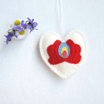 Felt heart ornament with Matyó motif, Hungarian folk art, handmade, white, Mother's day Wedding Valentine's day home decor Christmas