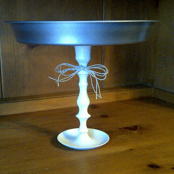 rustic cake stand from a pie tin